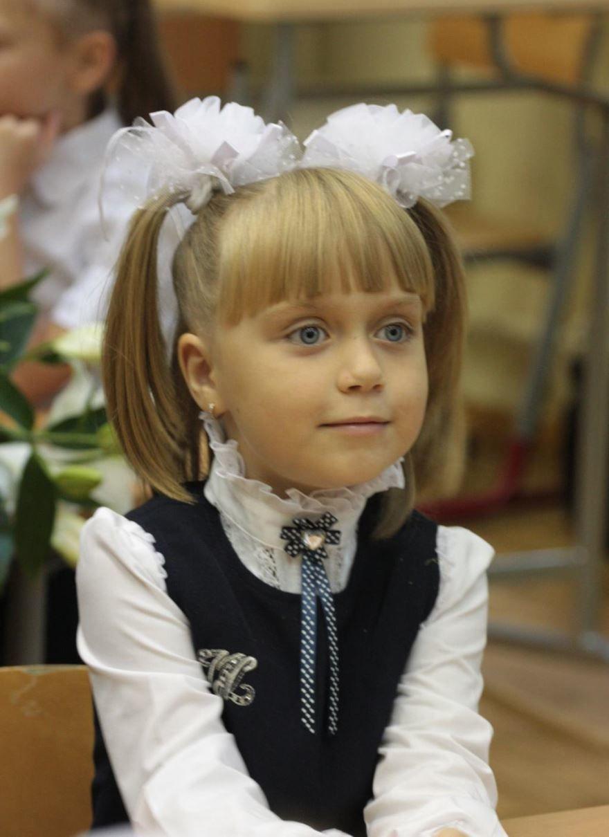 Девочка в школе 1 сентября