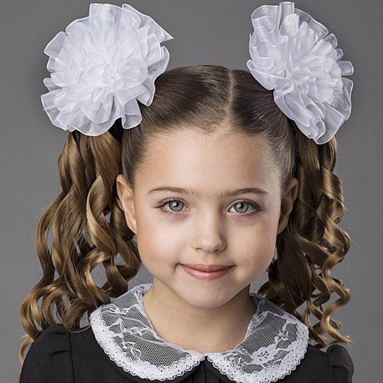 Прическа девочке на 1 сентября с бантами