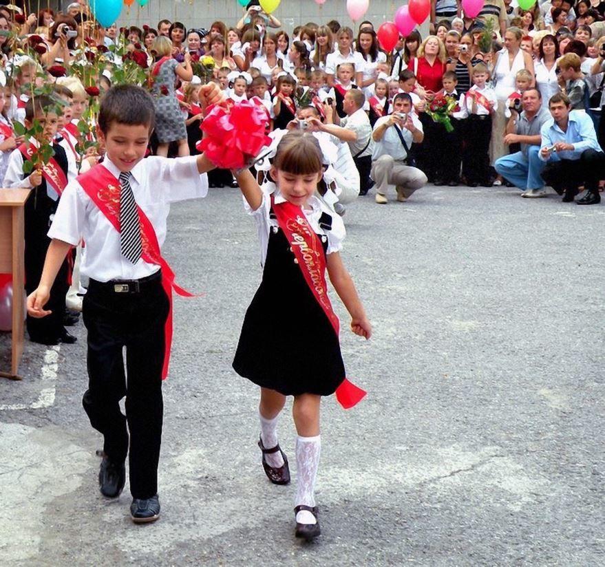 Школьники на 1 сентября, линейка
