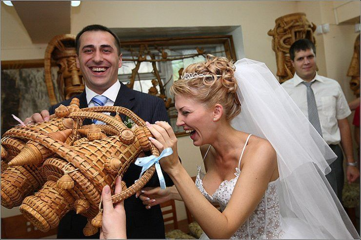 Прикольный подарок молодоженам на Свадьбу