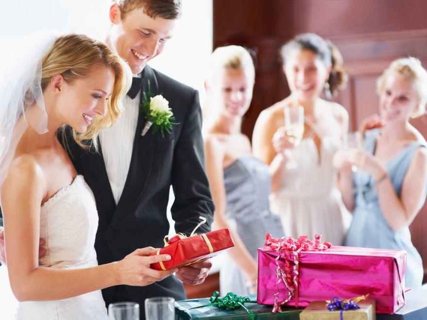 Идеи подарков молодоженам на Свадьбу