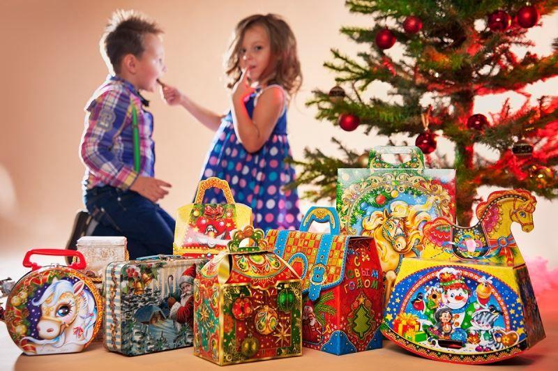 Сладкие подарки детям на Новый год