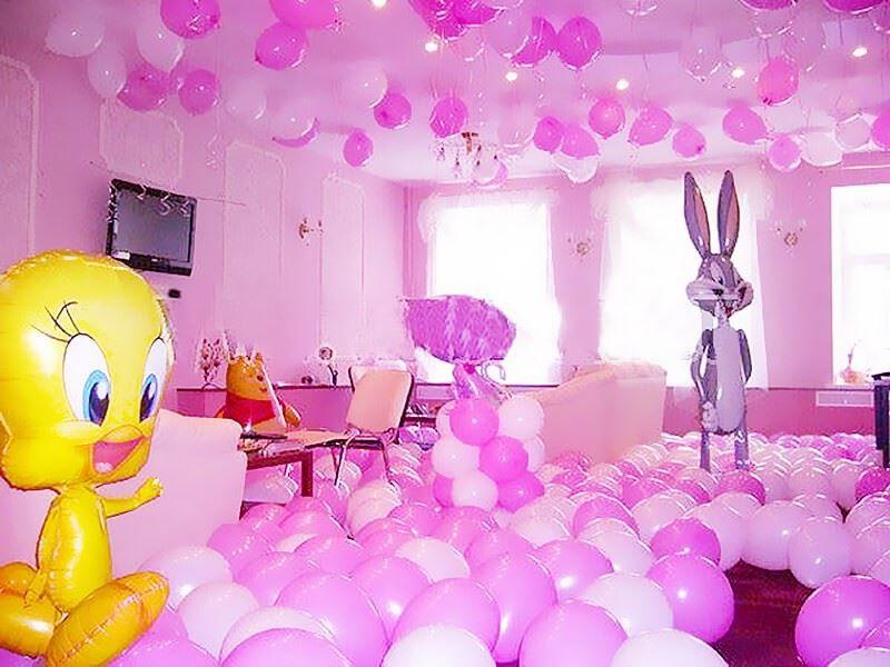 Украсить помещение воздушными шариками