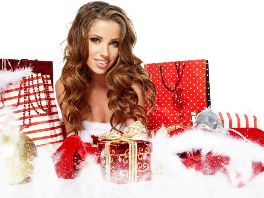 Девушка с Новогодними подарками