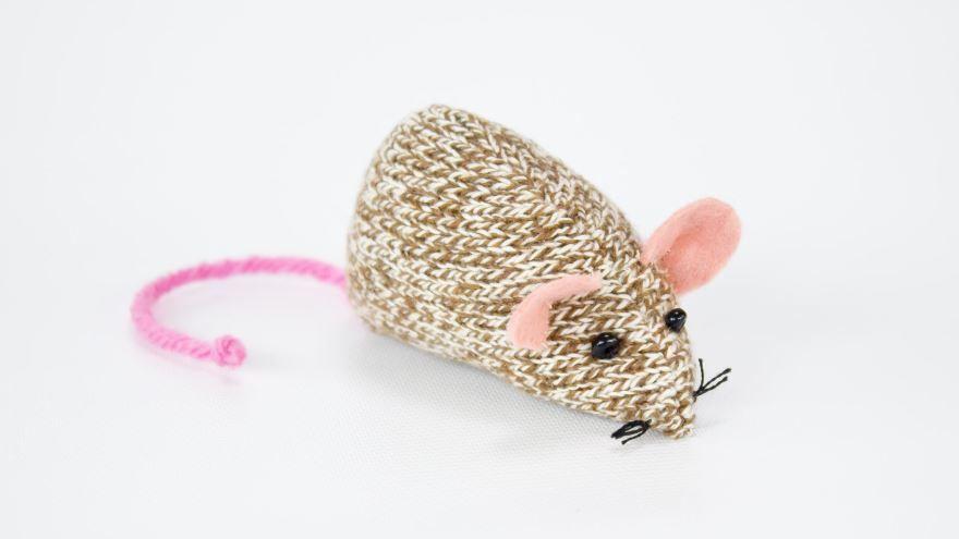 Поделка на Новый год мышь вязанная спицами