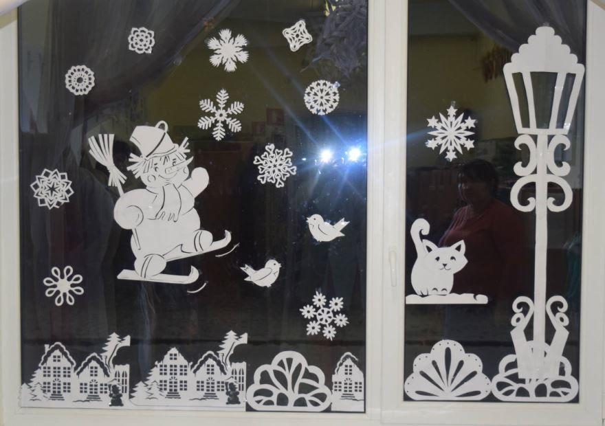 Украшение окон в группе детского сада к Новому году