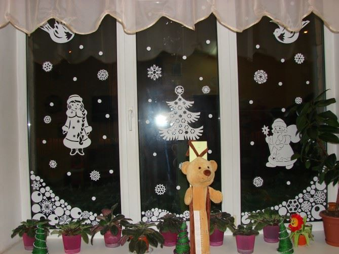 Украшение окон детского сада к Новому году