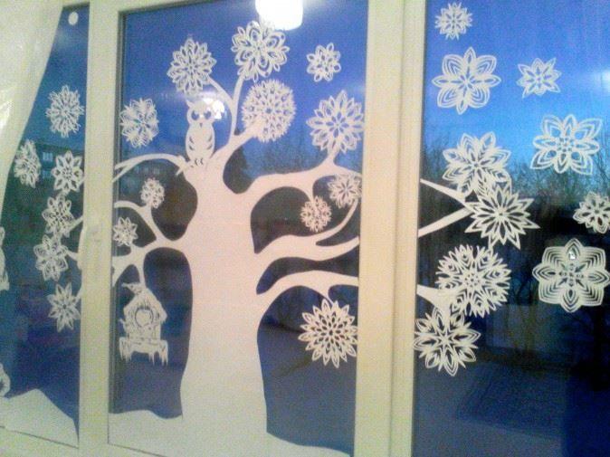 Интересные идеи для украшения окон в детском саду на Новый год