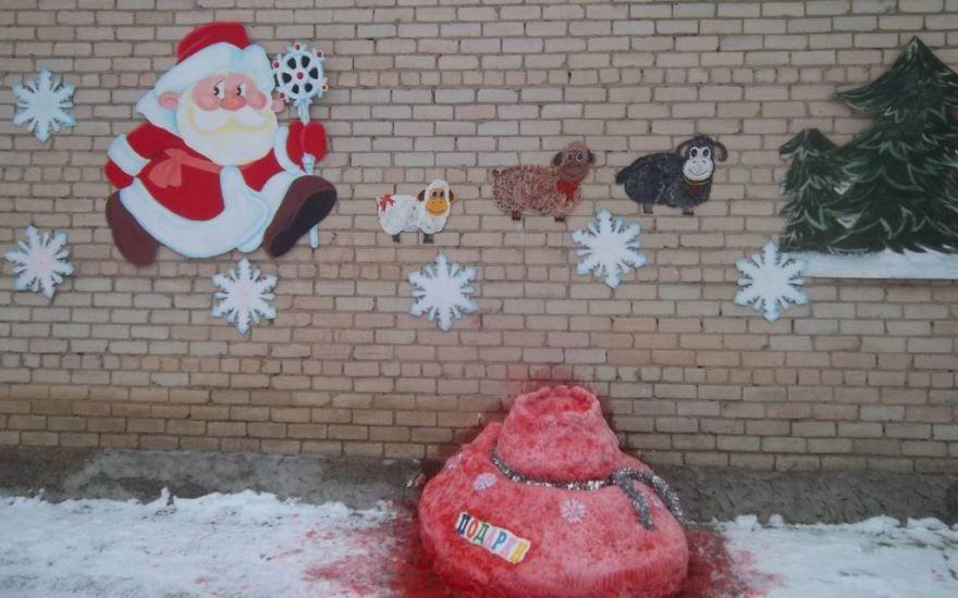 Украшение фасада детского сада к Новому году