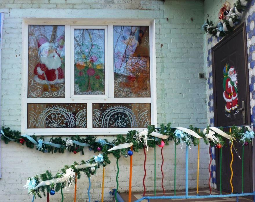 Украшение фасада детского сада к Новому году, фото