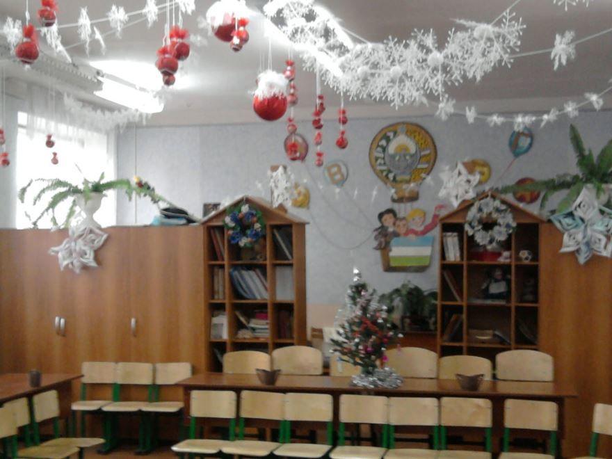 Оригинальное украшение класса к Новому году