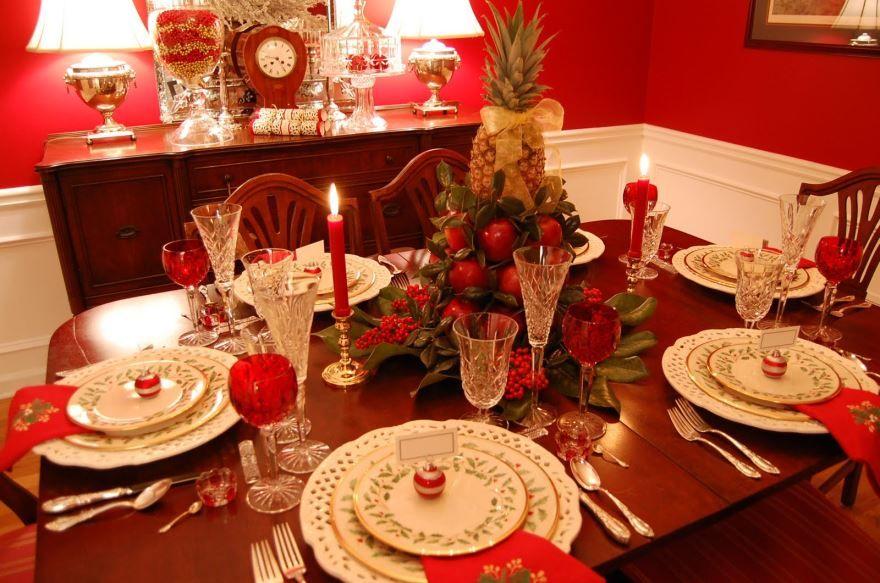 Украшение стола на Новый год с салфетками