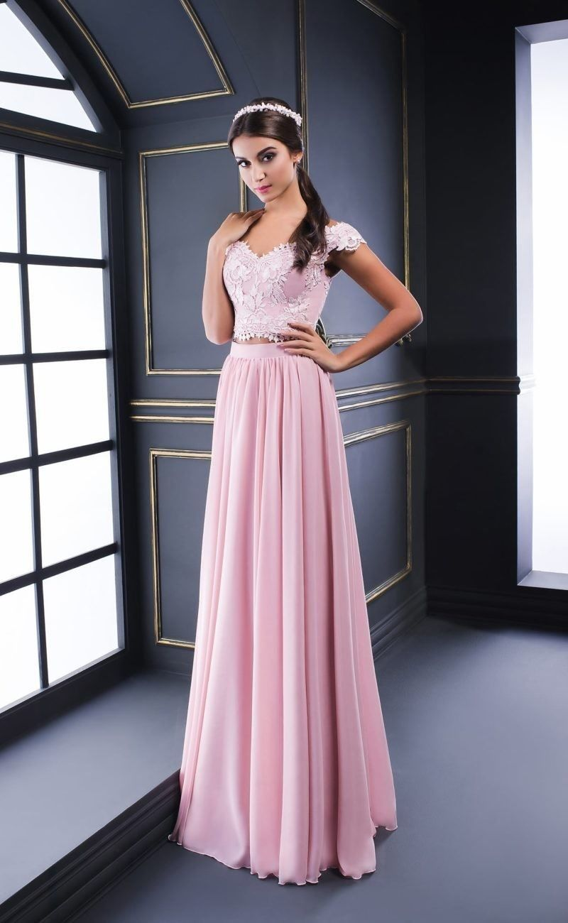 Красивые девушки в изумительных платьях для выпускного 11 класс
