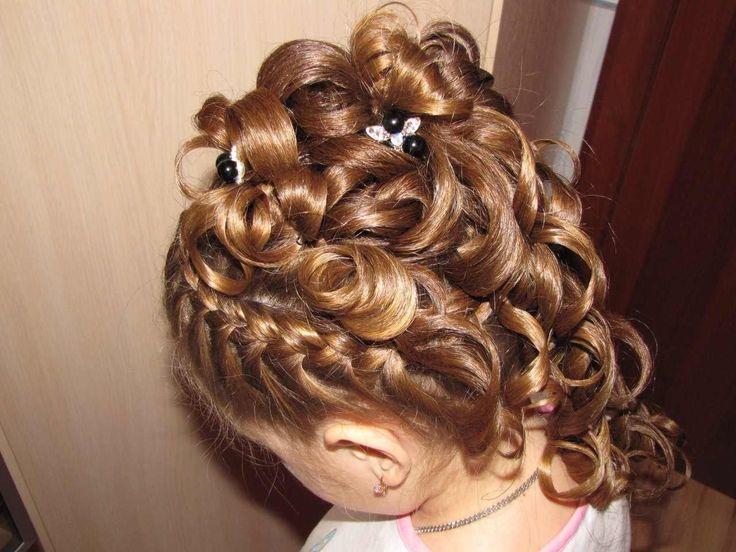 Красивая прическа на длинные волосы для девочки на выпускной в детский сад