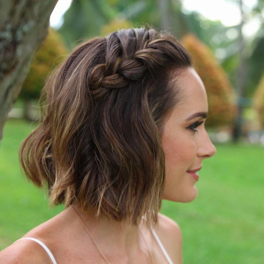 Прическа для девушки на короткие волосы 9 класс