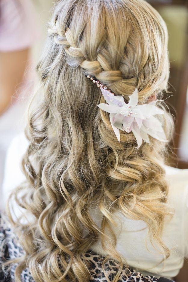 Прическа для девушки на длинные волосы 11 класс