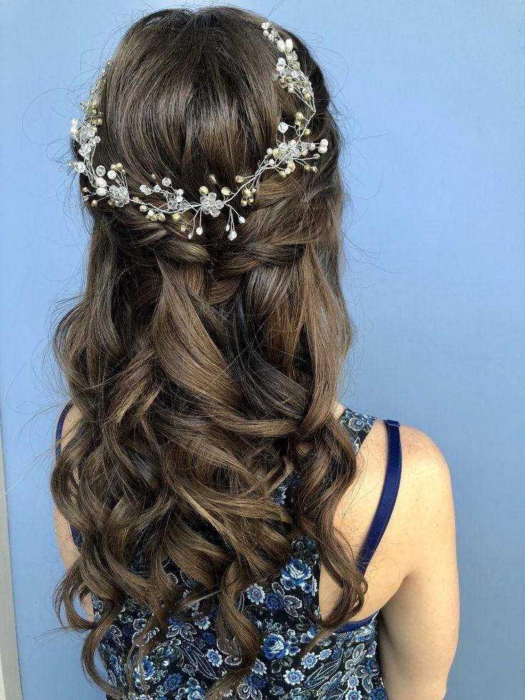 Прическа на длинные волосы для девушки на выпускной 11 класс