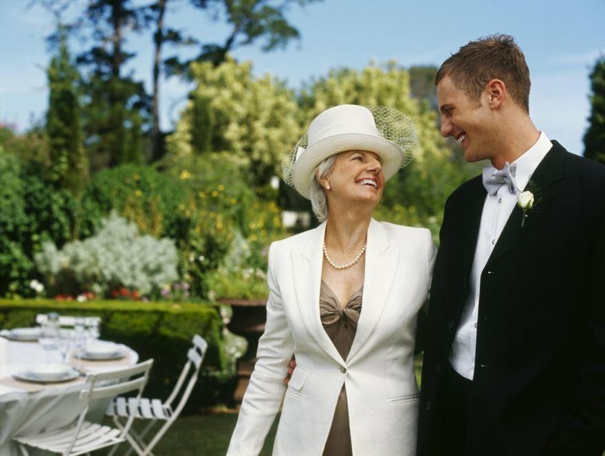 Мама жениха на Свадьбе, красивое фото