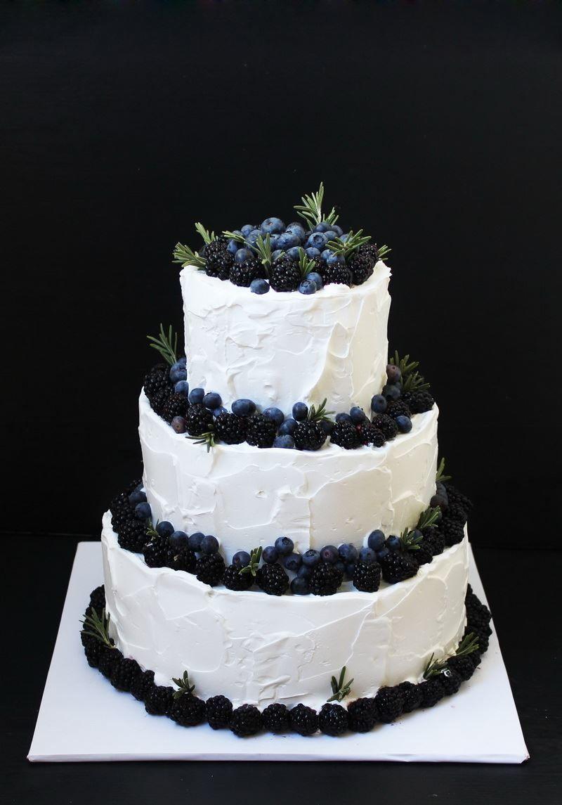Трехъярусный торт на Свадьбу