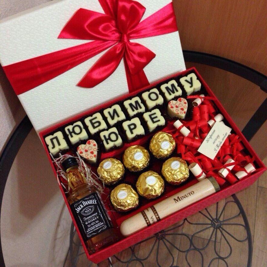Подарок парню на год отношений