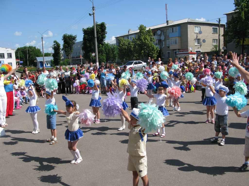 Выступление детей на празднике 1 июня - день защиты детей