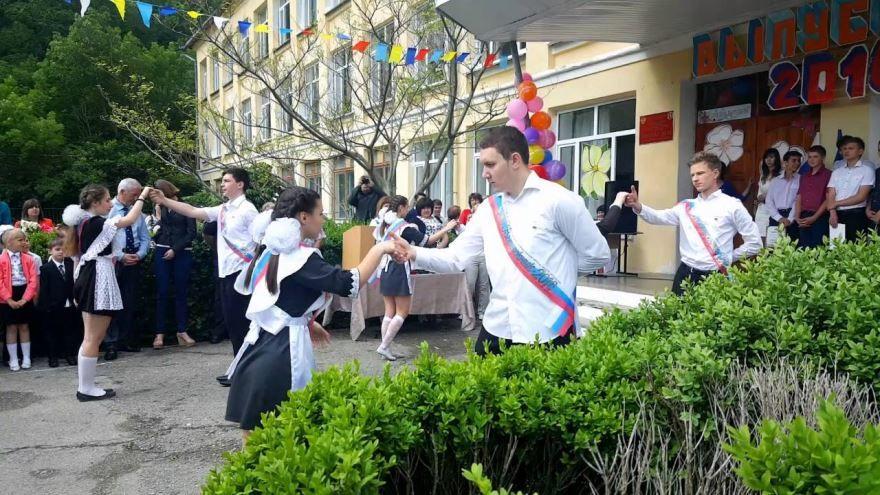 Фото выпускников на последний звонок, танец вальс