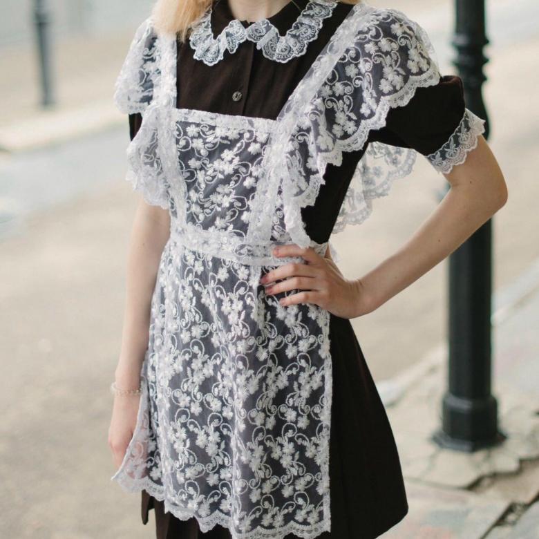 Школьное платье на последний звонок с белым фартуком