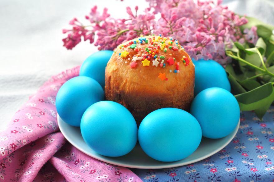 Кулич и яйца на пасху