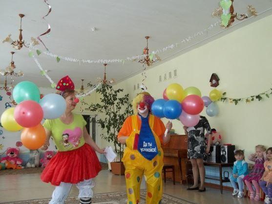 День смеха дети на празднике, фото