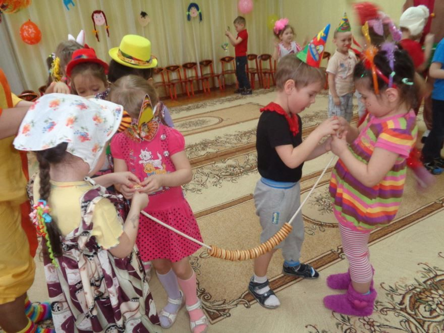 Развлечение, день смеха в детском саду