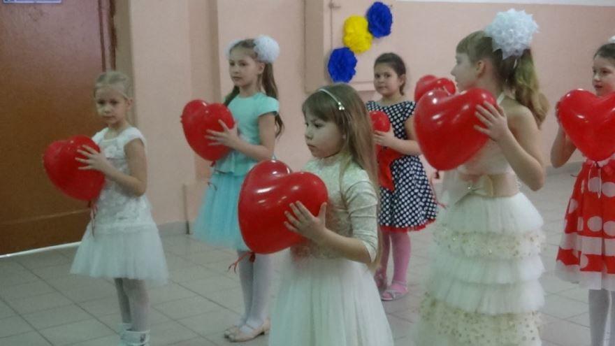 8 Марта начальная школа, танец