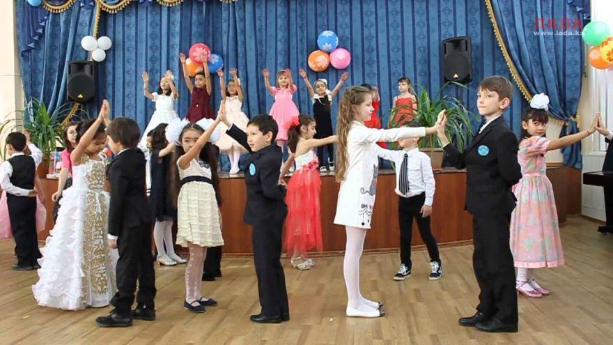 Танец на 8 Марта начальная школа