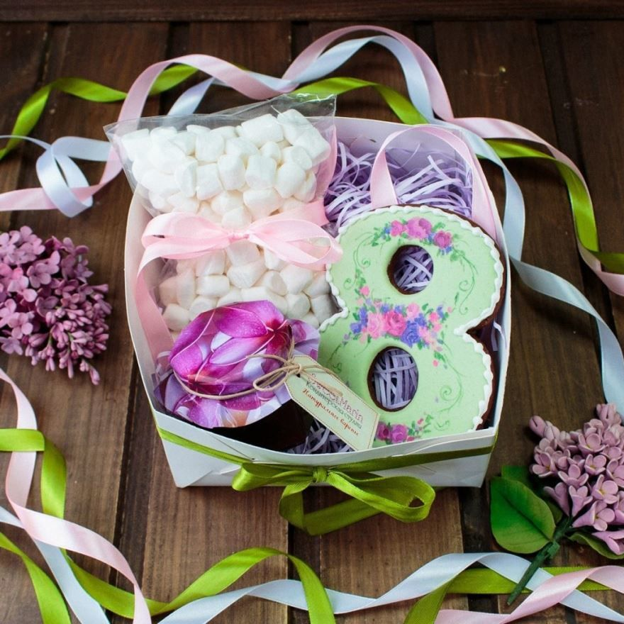 Подарок любимой девушке на 8 Марта