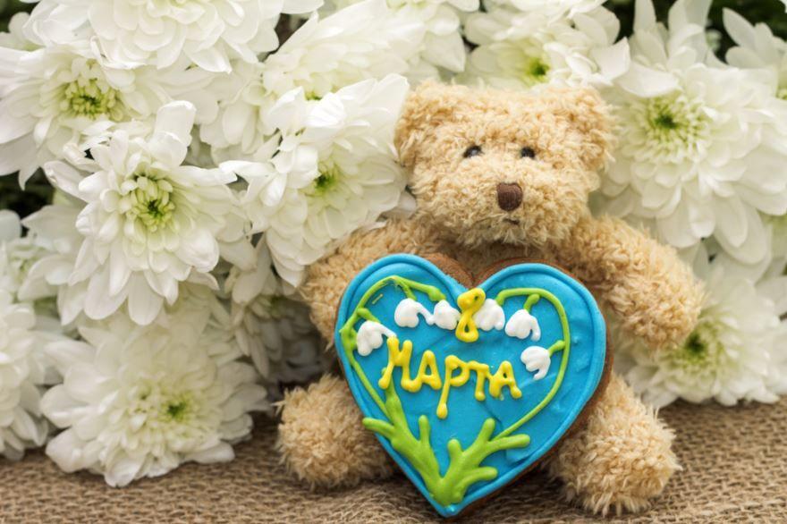 Подарить любимой девушке на 8 Марта