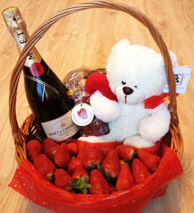 Что можно подарить жене на праздник 8 Марта?
