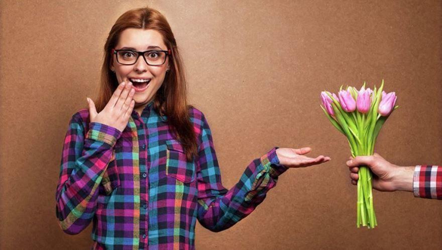 Поздравление на 8 Марта, цветы