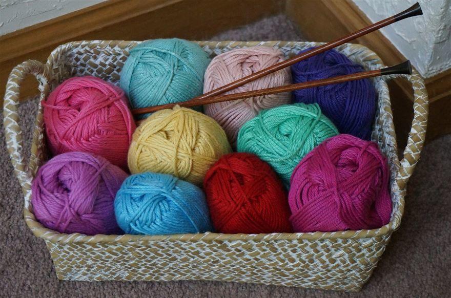 Подарок бабушке - нитки для вязания