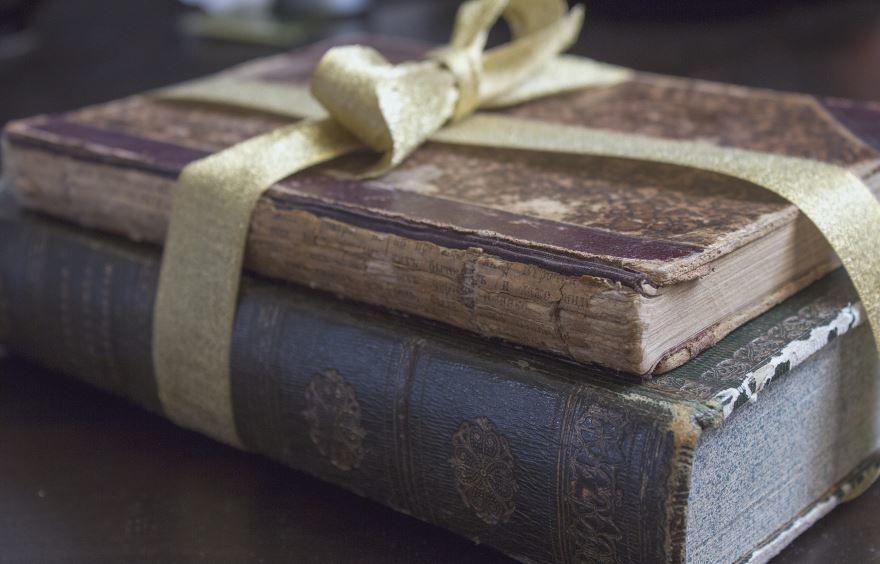 Какой подарок бабушке подарить - книга