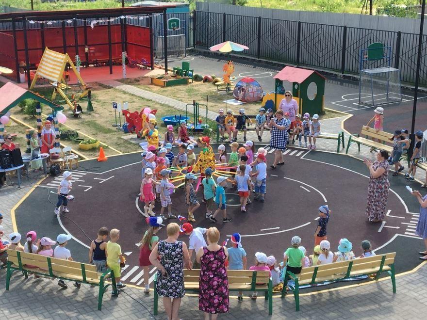 Средняя группа в детском саду, день России