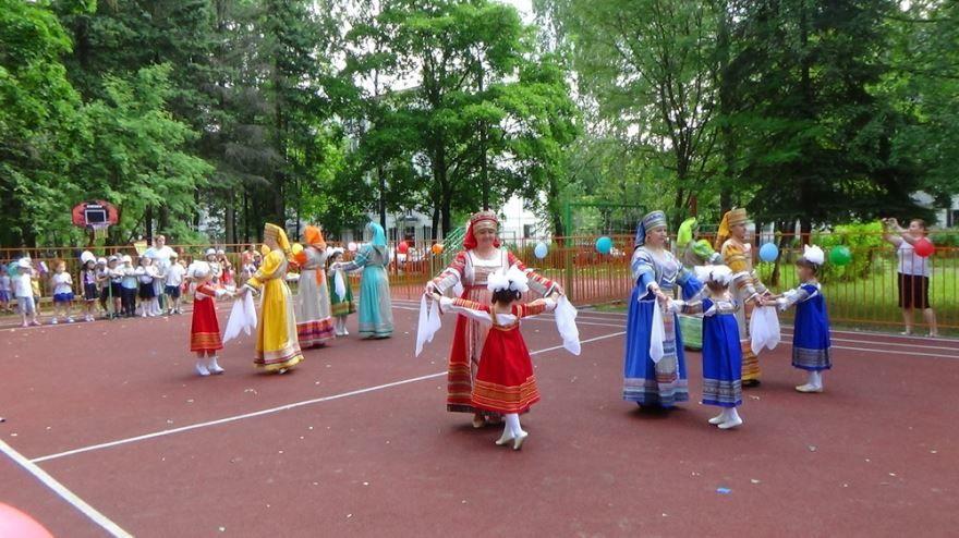 День России в детском саду, на улице