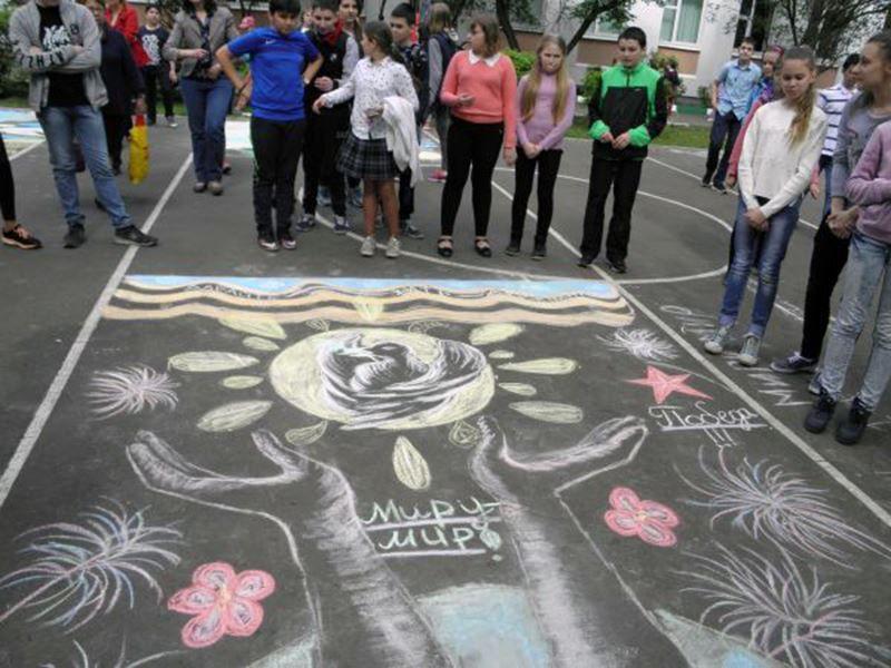 Конкурс рисунков ко дню России, мелками на асфальте