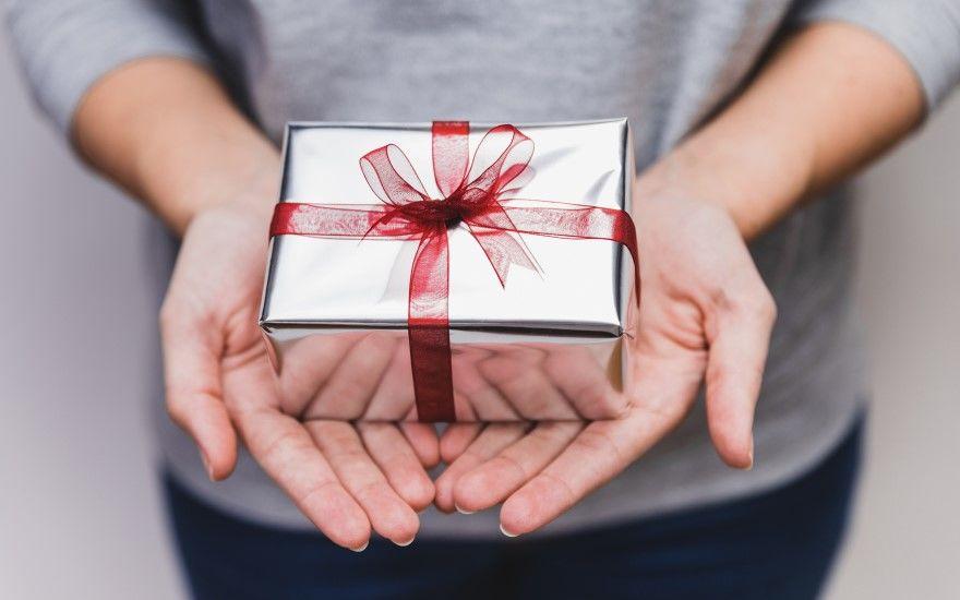 7 идей для подарка девушке на праздник
