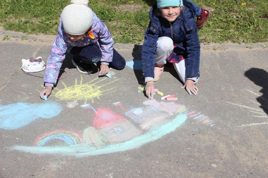 Конкурс детских рисунков асфальте мелом день России