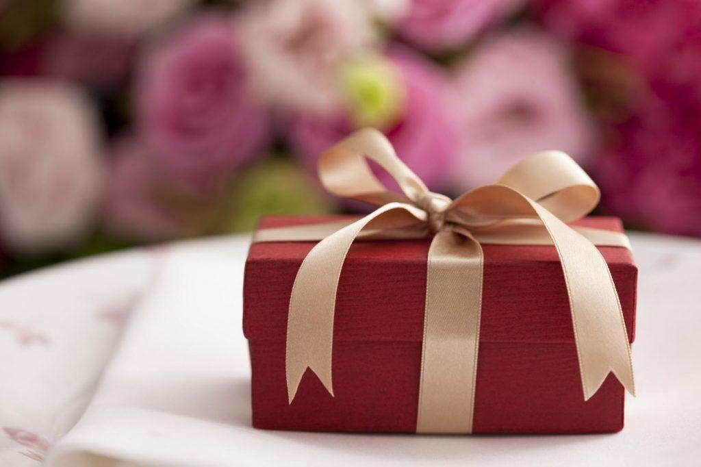 Незабываемые подарки на 8 марта девушке женщине