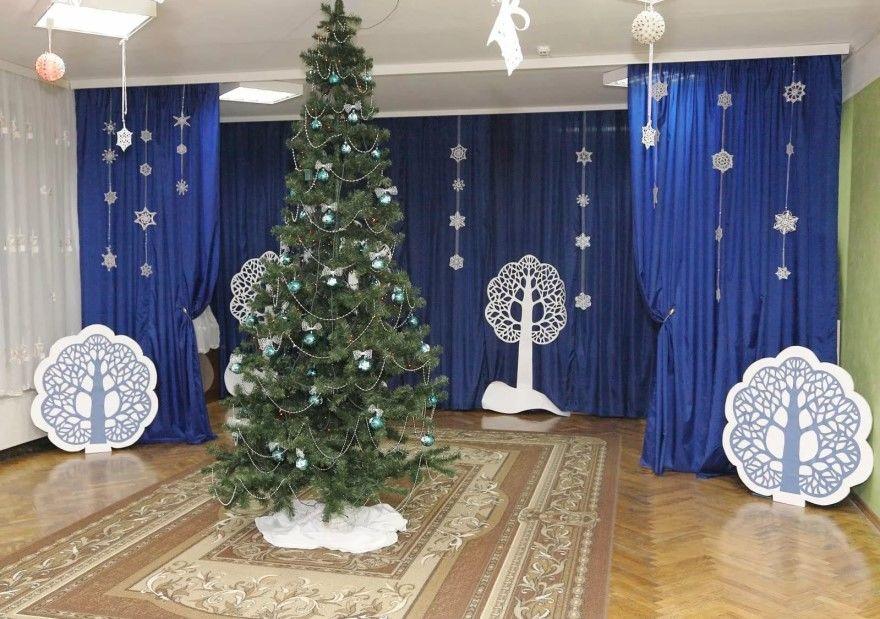 Украшение зала в детском саду Новому году